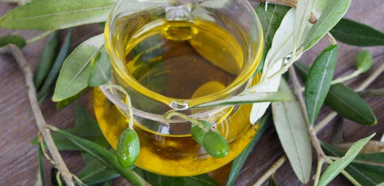 使用橄榄油来清洁面部肌肤