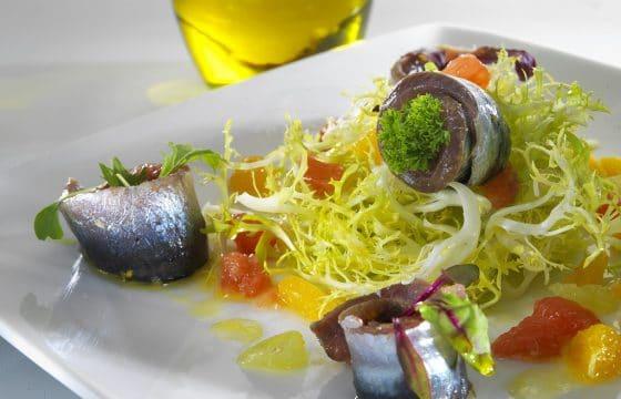 腌沙丁鱼蔬菜沙拉