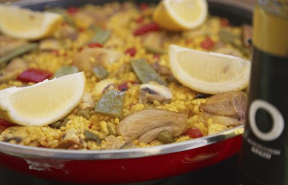 西班牙鸡肉炖饭: 用鸡肉来做¨海鲜饭¨
