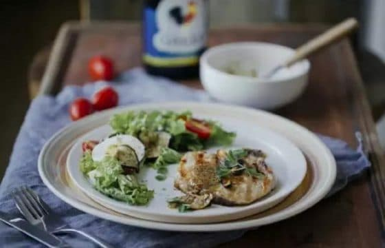 香煎猪排配蔬菜沙拉