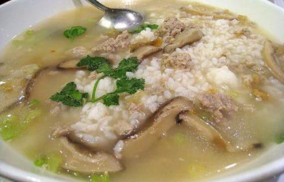 """西式 """"鱼肉""""乡里的""""蘑菇汤"""