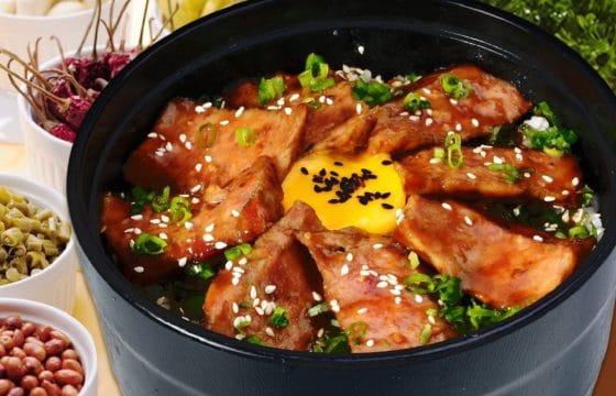 日式牛排盖饭