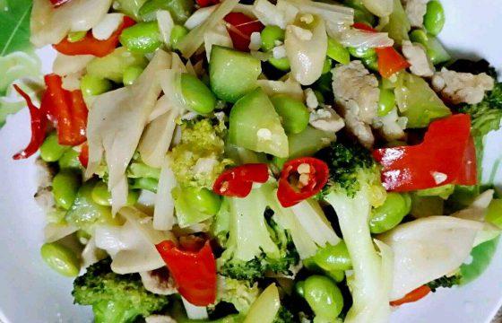 小黄瓜炒蘑菇片
