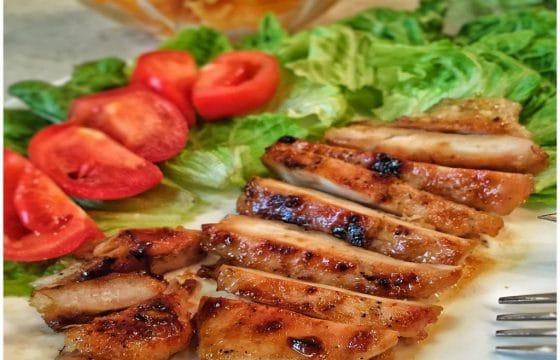 香煎鸡胸肉配芒果莎莎酱