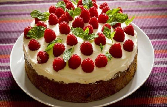 美味的树莓橄榄油蛋糕