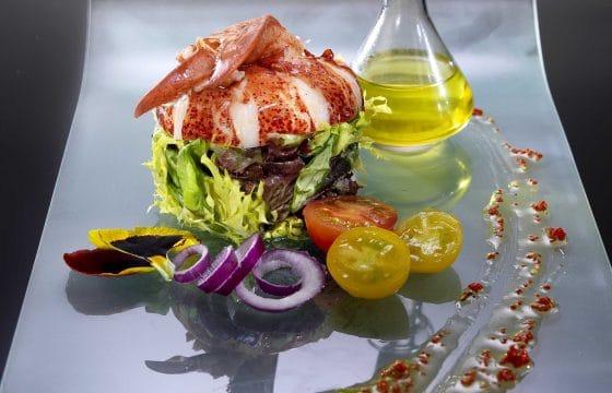 柠檬醋汁和藏红花龙虾沙拉