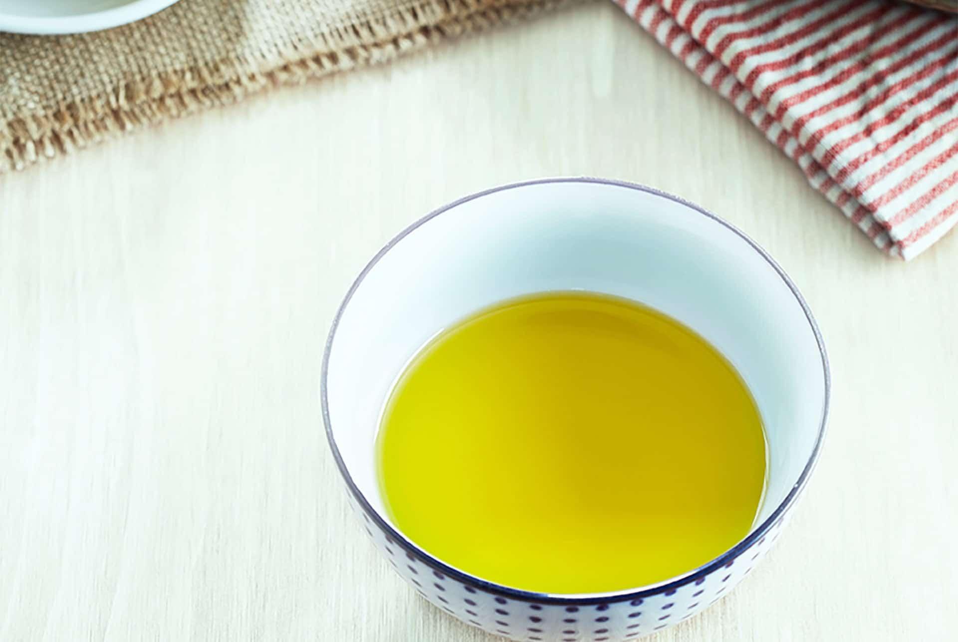 品尝特级初榨橄榄油
