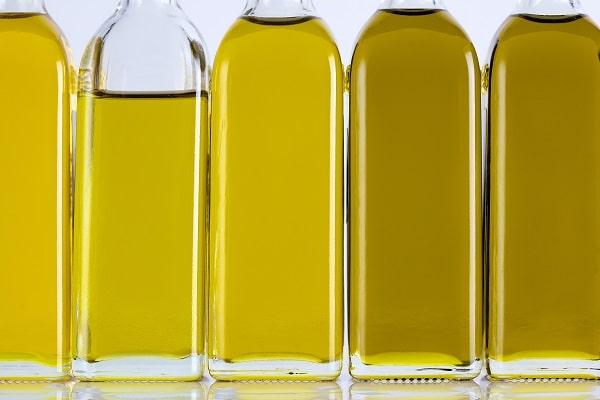 橄榄油瓶连续和不同的阴影